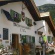 Wettersteinhütte, občerstvovna pro znavené turisty s krásným výhledem na okolní masivy a Leutach.