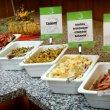 Bufet nabízí každý den jídla z jiné mezinárodní kuchyně. Italskou, řeckou, mexickou, orientální, středomořskou i české specialitky.