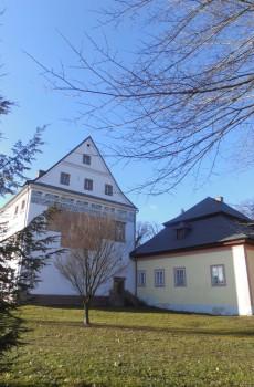 Renesanční zámek začali stavět Valdštejnové v 16. století.