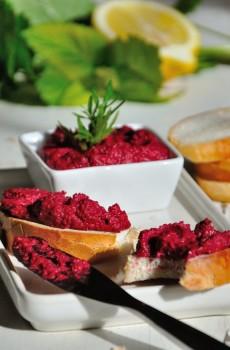 Hummus z červené řepy.