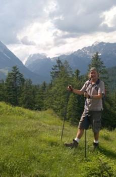 Autor nad Wildmoosalm, v pozadí se majestátně tyčí Hohe Munde.
